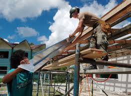 Contruction industry workers including fencing contractors often suffer from back strain